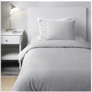Full size striped duvet and pillow cases